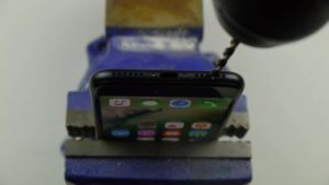 160928215224-iphone-7-headphone-jack-prank-00000000-640x360